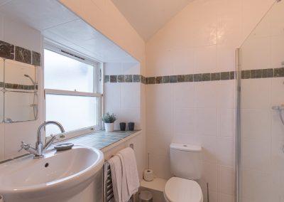 bathroom-upstairs